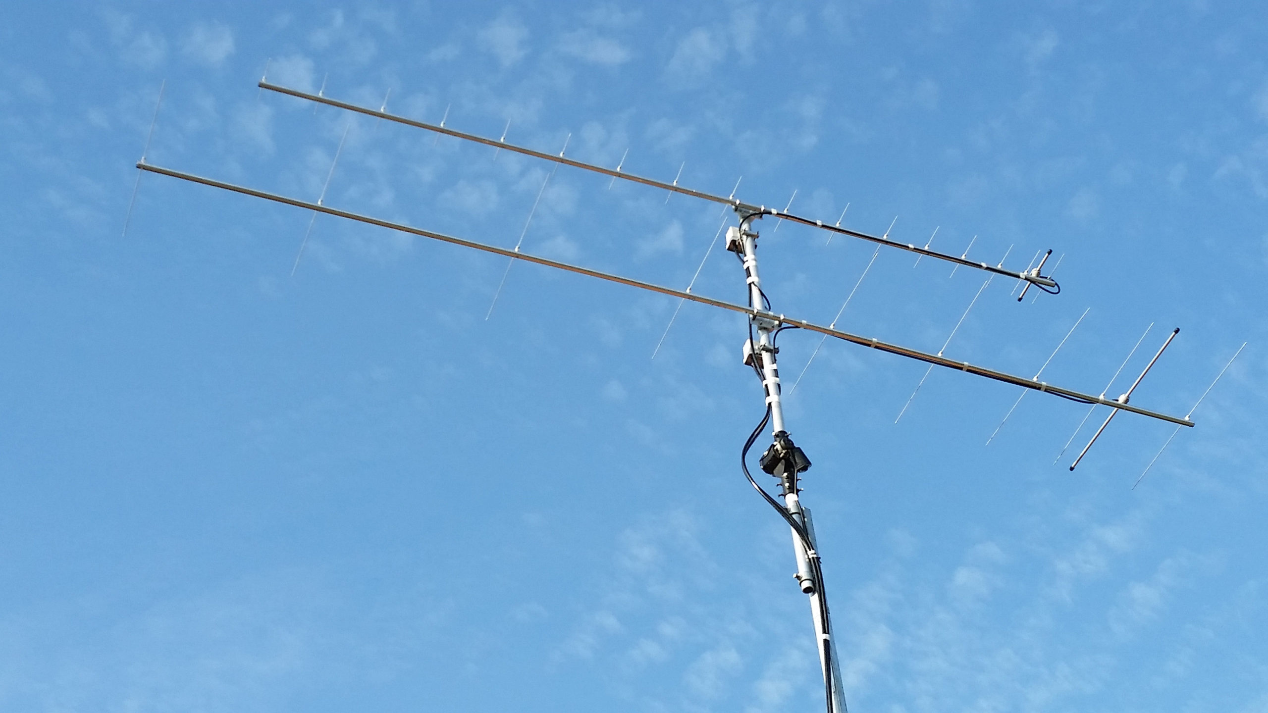 PowAbeam WS718562 432 MHz 18 element Antenna above a WAXXX10S 144MHz PowAbeam