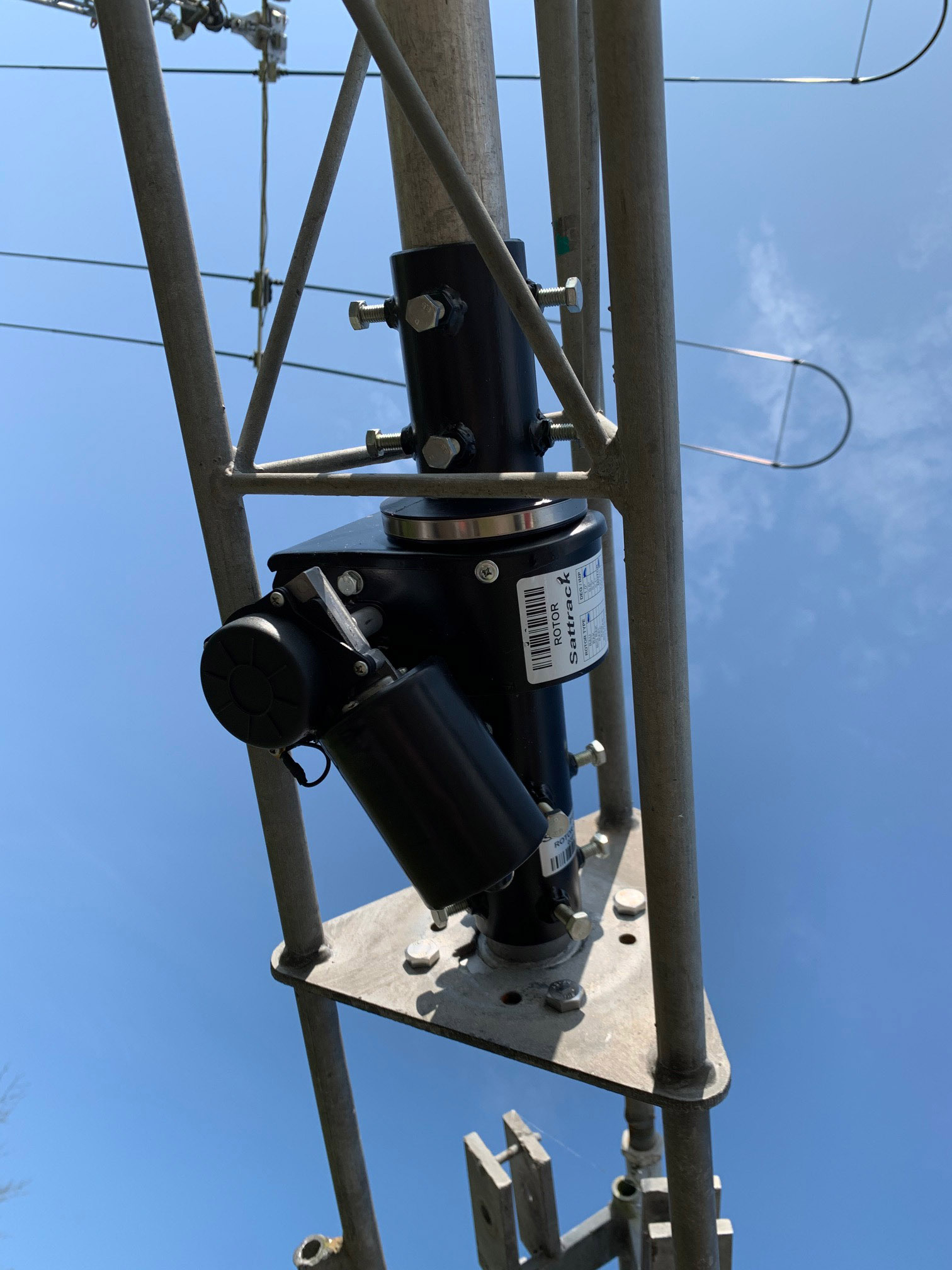 RAU installed in standard Versatower head cage using adaptor plate